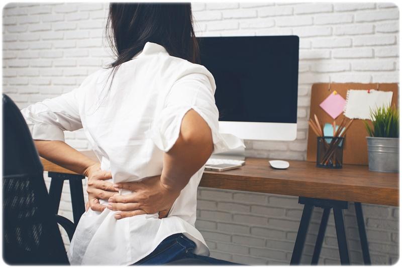 デスクワーク 女性 腰痛